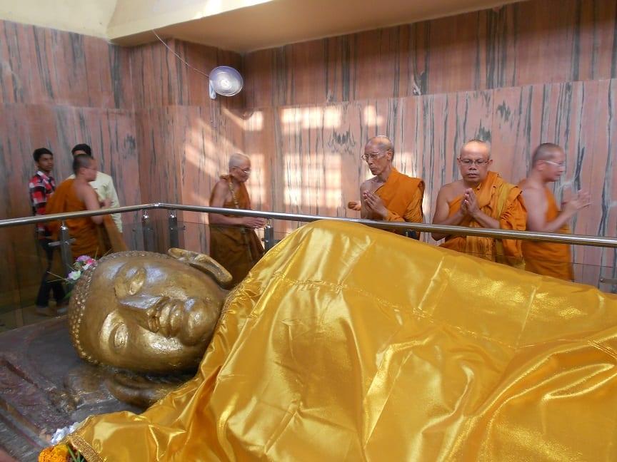 La statua del Budda morente