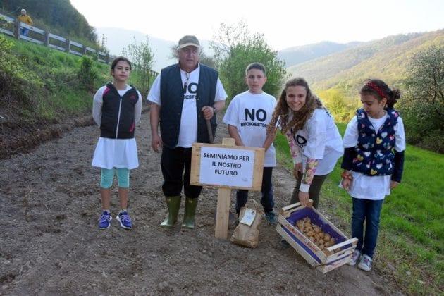 Isola del Cantone manifestazione No biodigestore