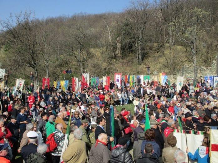 I partecipanti a una delle commemorazioni della Benedicta degli anni scorsi