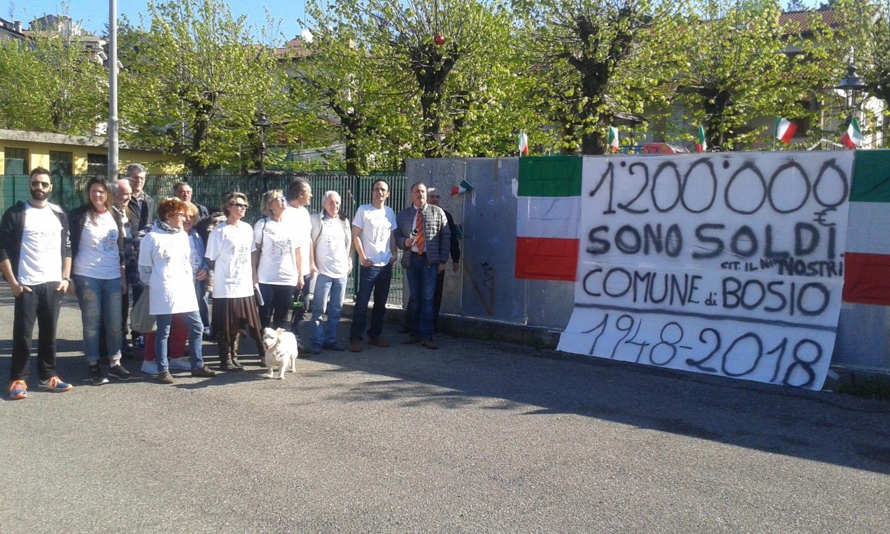 Il gruppo Rispetto Bosio durante la manifestazione dedicata all'Ici e all'Imu sulle dighe