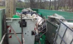 I rifiuti raccolti lungo il sentiero del Neirone