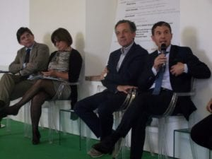 Maurizio Montobbio (con il microfono) accanto all'assessore regionale Giorgio Ferrero