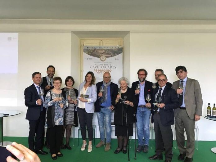 Gli organizzatori del Premio La Buona Italia con i premiati