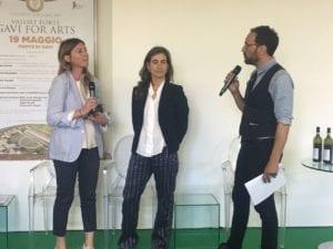 Francesca Planeta e Valentina Bruschi di Planeta Vini con il conduttore dell'evento, Federico Quaranta