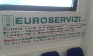 Lo striscione della Euroservizi nella piscina di Novi Ligure