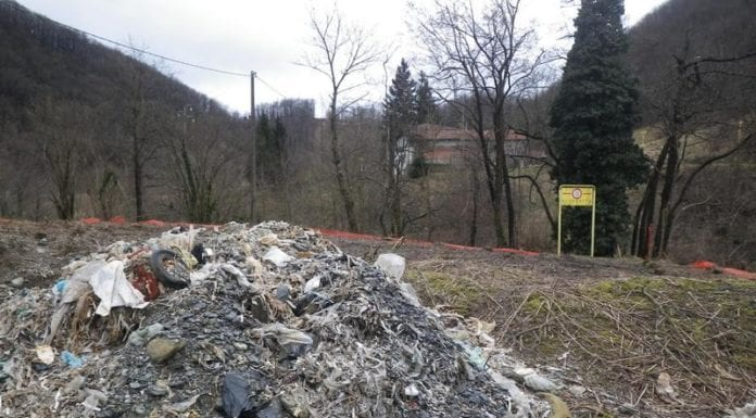I rifiuti scoperti nel 2013 nel terreno della ex cartiera di Voltaggio