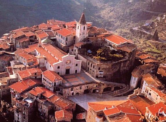 Liguria i borghi pi suggestivi da visitare nelle for Case di pietra del paese della collina del texas