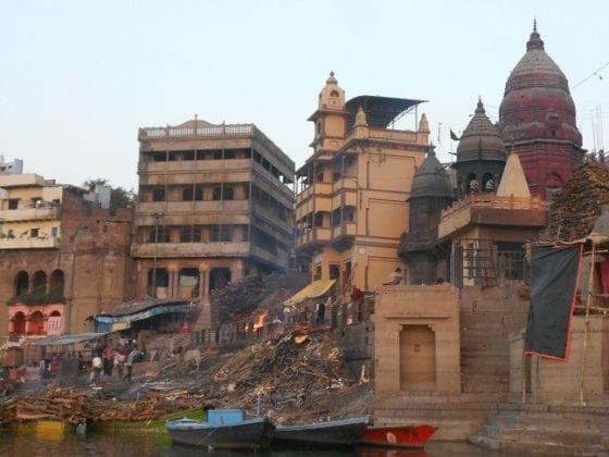 Il ghat delle cremazioni