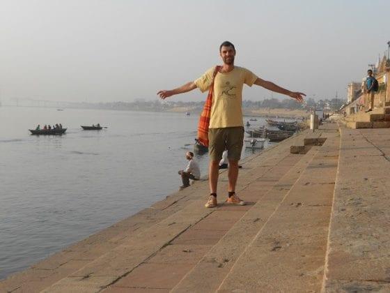 Lunghe passeggiata sui ghat