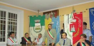 Franco Ravera (in piedi), sindaco di Belforte