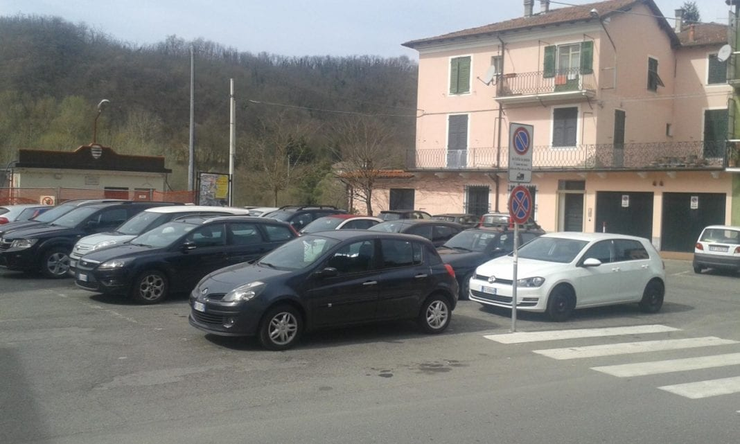 Piazza Marconi a Gavi, nel rione Paraso