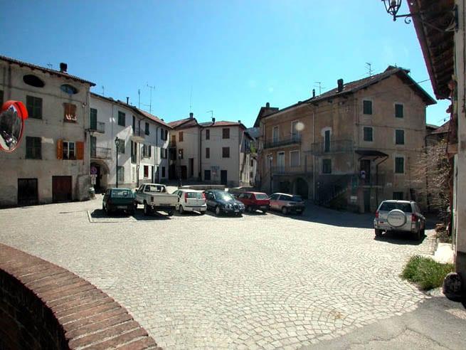 La piazza di Grondona