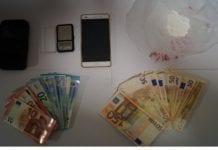 Soldi e altro materiale trovati a casa di Fabio Raso