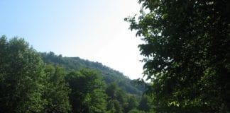 Gavi, il sentiero della riserva del Neirone