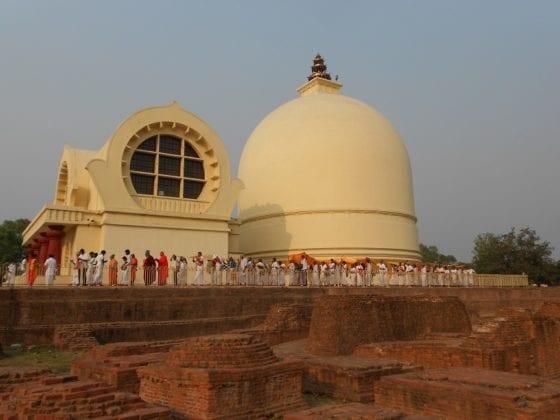 Tempio e stupa a Kushinagar