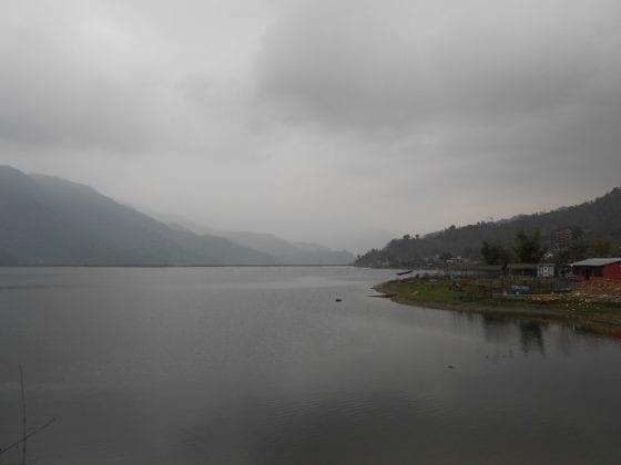 Il grigio e nuvoloso tempo di Pokhara