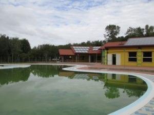 L'esterno della piscina di Arquata Scrivia