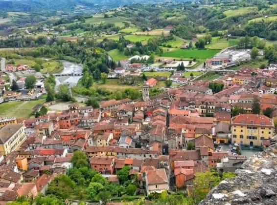 Una veduta della città di Gavi dal Forte