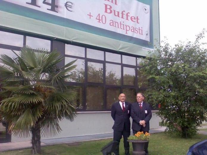Lorenzo Traverso (a destra), accanto a Carlo Bassano, medico e dirigente sportivo scomparso negli anni scorsi