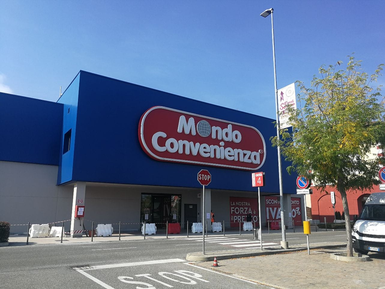 Mondo Convenienza Serravalle.Il Retail Park Sopra Il Tunnel 15 Anni Fa Era Tutto
