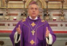 il vescovo di Tortona Vittorio Viola