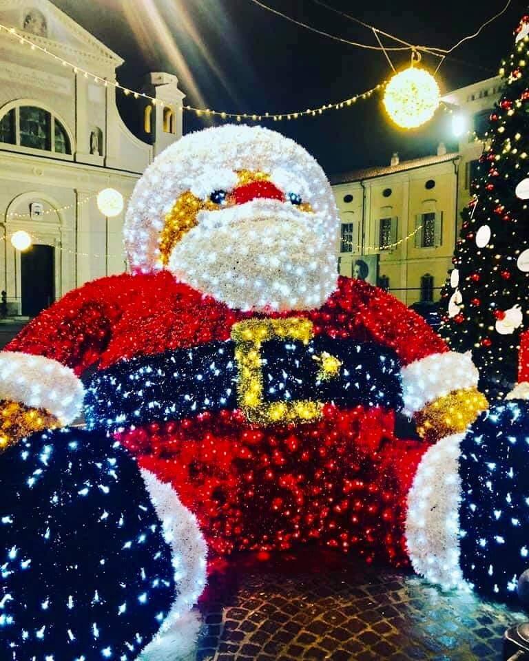 Immagini Natalizie Gratuite.Sosta Gratis In Centro Per Lo Shopping Natalizio